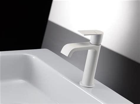 rubinetti bianchi rubinetti bagno bianchi boiserie in ceramica per bagno