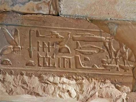 old ancient egypt 3 000 year old hieroglyphics depict modern day technology