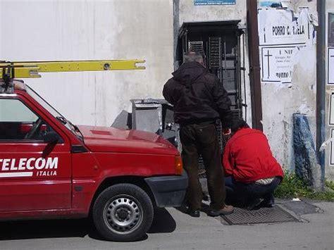 telecom ufficio telecom se la prende comoda ufficio postale chiuso da una