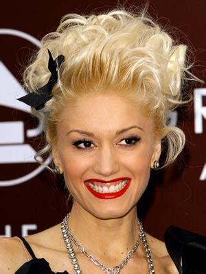 gwen stefani hairstyle medium blonde curly hairstyle with bangs hair style artis gwen stefani newest hairsyle 2010