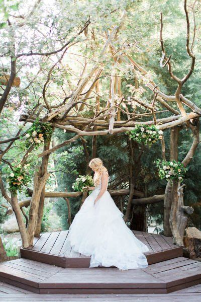 Outdoor Wedding Pictures by 36 Stunning Ceremony Structures For An Outdoor Wedding