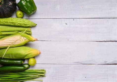 tavoli verdi gratis tavolo con verdure verdi scaricare foto gratis
