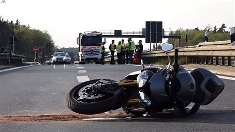 Motorrad Fahren Sicher by Dutzende Unf 228 Lle So K 246 Nnen Sie Sicher Motorrad Fahren