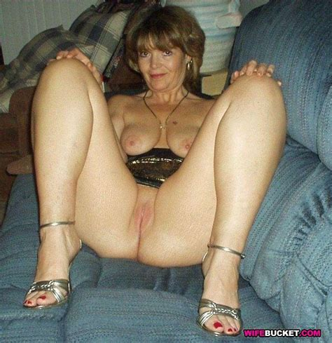 Wifebucket Com Real Submitted Pics Of Amateur Housewives