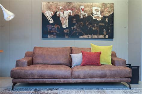 divano in pelle vintage divano ditre in pelle luxor vintage divani a prezzi scontati