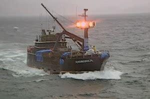 deadliest catch seabrooke sinks deadliest catch season 1 review and episode guide