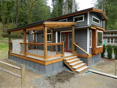 Cabin House Plans Covered Porch by Take A Look At This Luxury Tiny House By West Coast Homes