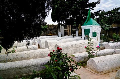 burial traditions guide to honoring islamic funeral and burial traditions