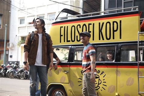 laptop di film filosofi kopi review filosofi kopi 2015 it caught my eyes