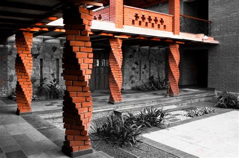 twisted columns sustain  red brick home  dthd design