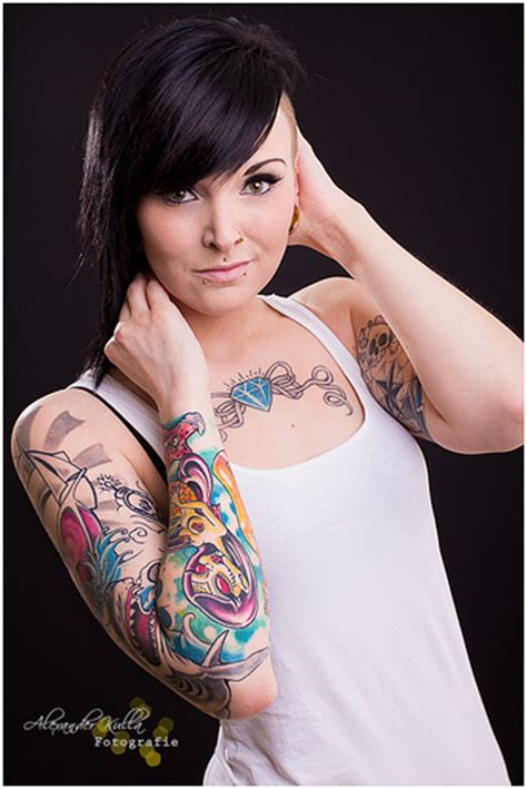 hot tattooed chicks the gallery for gt with tattoos