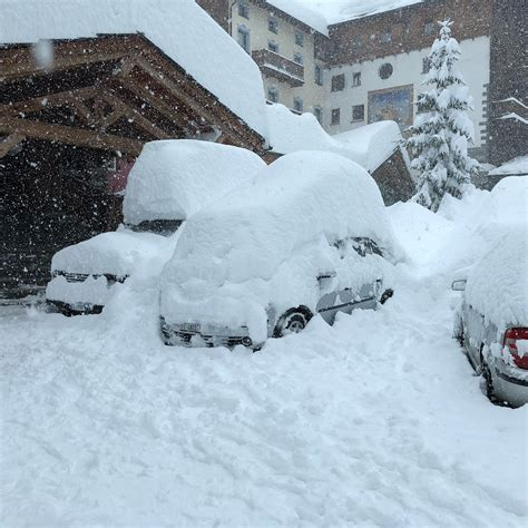 snow pictures snowmageddon in spain and italy hundreds of drivers