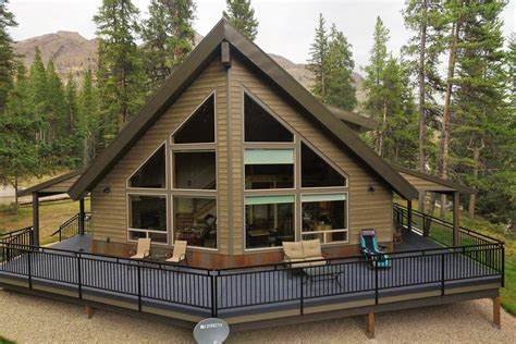 Yellowstone Cabin by 12 Dreamy Yellowstone Cabins You Can Rent For Your Next