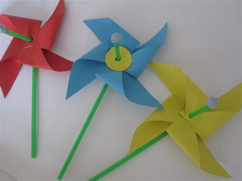 Folding Paper Activity - paper folding crafts site about children