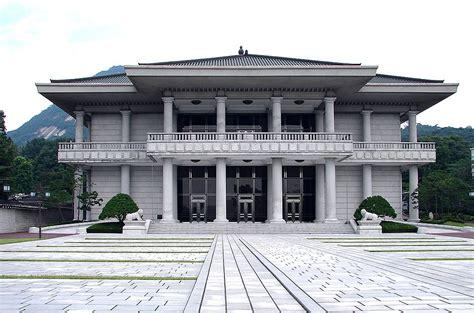 blue house korea file korea seoul blue house cheongwadae reception center 0693 07 jpg wikimedia commons