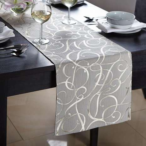 how should a table runner be gold script table runner dunelm