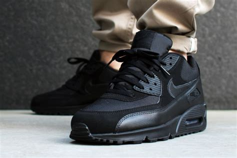 nike air max  essential triple black ou lacheter