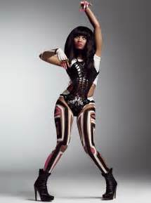 Curvy nicki minaj strips down to body paint for v magazine what s on
