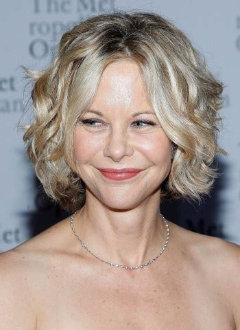 how is meg ryan short curly bob middle part cut 1000 images about curly hair on pinterest wavy hair