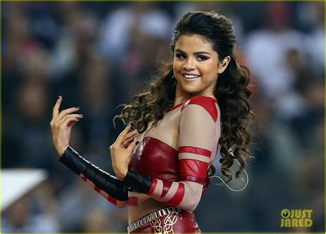 thanksgiving show selena gomez s halftime show thanksgiving day performance photo