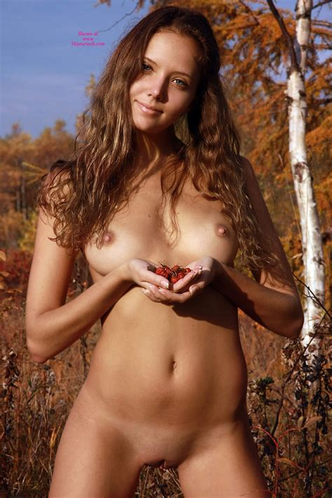 Very Sexy Naked Chick In Nature February Voyeur