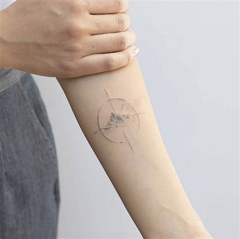 51 tiny tattoos you re going to be obsessed with compass