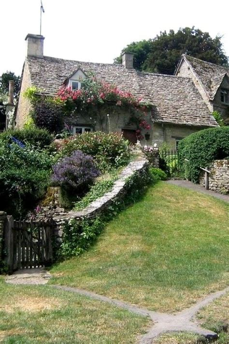 cotswold cottage bibury traveling country