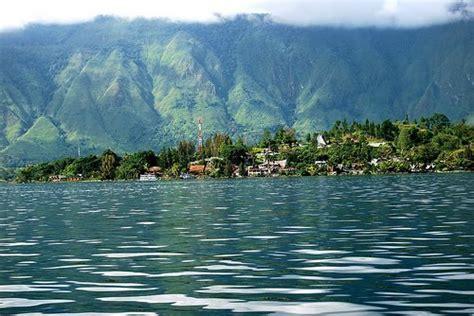 Kristik Model Menara Jam Dan Danau tips berlibur ke pulau samosir panduan wisata medan