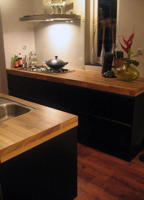 houten keuken met zwart blad systemat av 6000 in mat zwart gelakt met houten werkblad