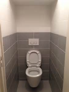poser du carrelage mural dans les toilettes