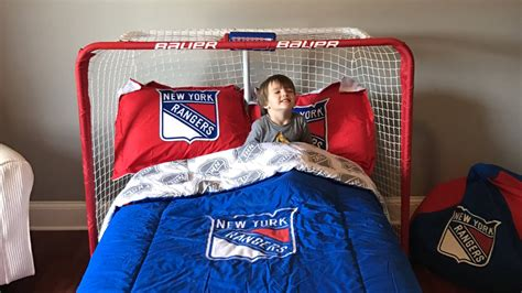 new york rangers bedroom this kid has the greatest room of all time blueshirt banter