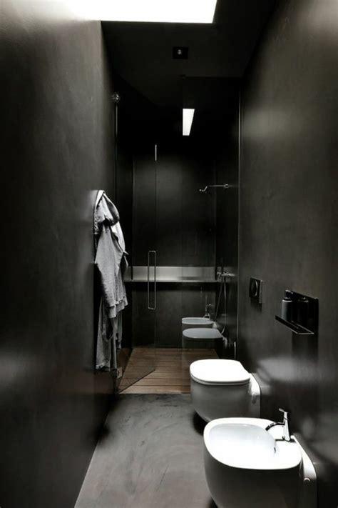 agréable Salle De Bain Magnifique #2: couleur-salle-de-bain-noire-salle-de-bain-chic-etroite-avec-baignoire-encastre-porte-en-verre.jpg