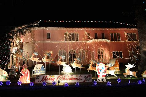 see the christmas lights in and around pasadena ca 2014