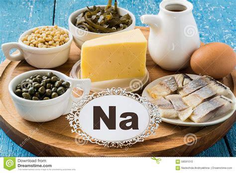 alimentos que contengan sodio productos que contienen el sodio na foto de archivo