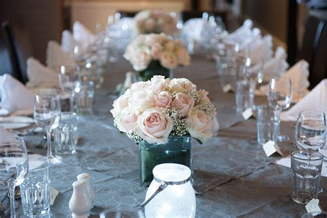small wedding ideas on a budget uk how to plan a wedding on a small budget the wedding look