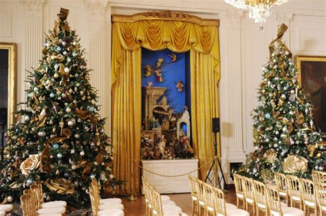 michelle obama unveils 2013 white house holiday decorations
