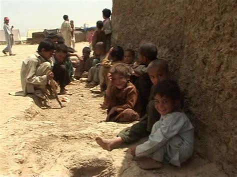 amor pobreza y guerra guerra pobreza afganist 225 n sd colecci 243 n de im 225 genes de archivo framepool