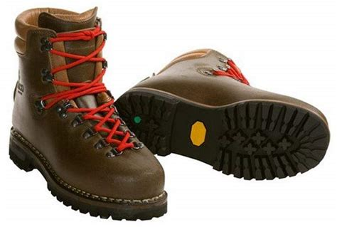 best mens hiking boots 10 of the best s hiking boots coolhikinggear