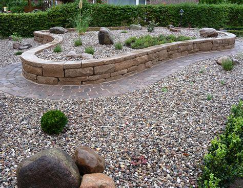 Hochbeet Aus Stein Mit Sitzbank by Gartengestaltung Mit Hochbeeten Hochbeet Inspiration