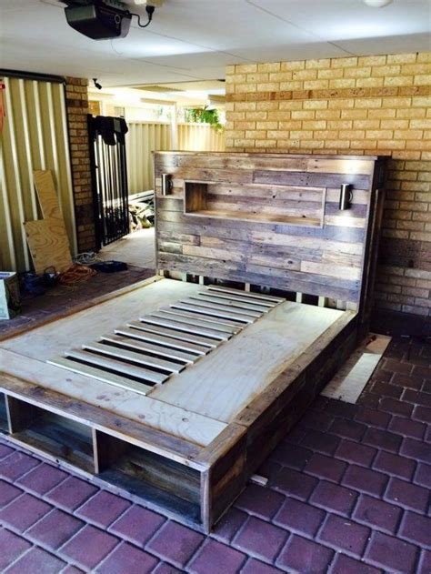 Do It Yourself Living Room Table 1000 Ideas About Wooden Pallet Beds On Wooden