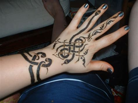 tattoo on hand snake 25 excellent henna tattoo designs