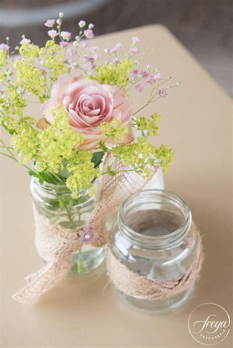 vaasje met bloem in auto 25 beste idee 235 n over bruiloft bloemstukken op pinterest