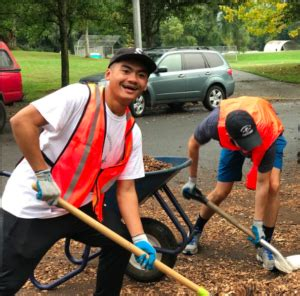 Of Portland Part Time Mba by Of Portland Students Help Clean Park Friends