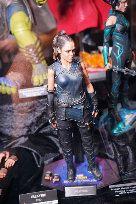 1 6 hot toys mms thor ragnarok valkyrie collectible
