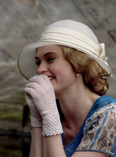 Abby S Gloves screenshot from downton 4th season 180 s