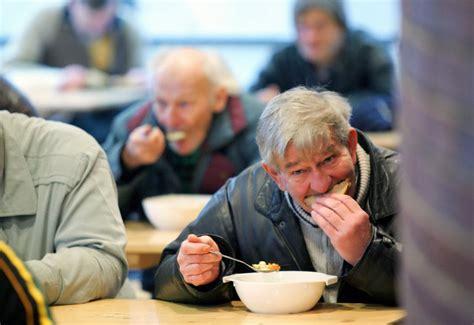 la dei poveri apre alla stazione la quot mensa dei poveri quot