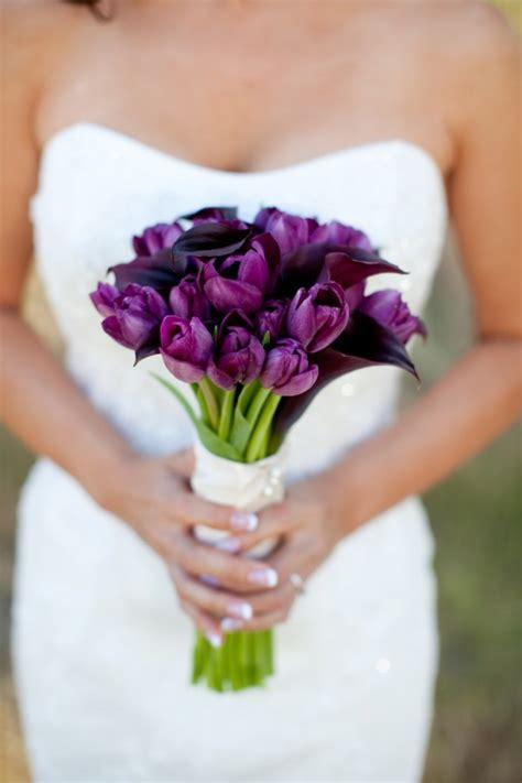 dark flowers   statement wedding bouquet