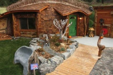 real hobbit house a real hobbit house 8 pics izismile com