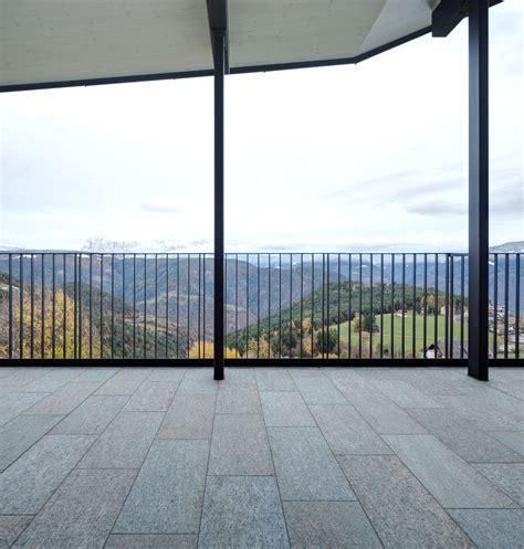balconi e terrazze balconi terrazze e giardini a casa pietre naturali
