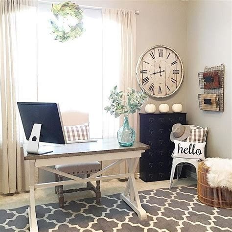 Office Desk In Living Room 25 Best Ideas About Farmhouse Office On Pinterest Farmhouse Desk Country Office And Basement